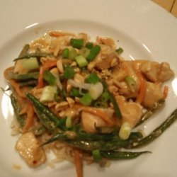 Chicken and Green Beans in Spicy Peanut Sauce! recipe