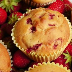 Delicious Low-Fat Strawberry Banana Muffins recipe