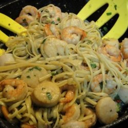 Linguine With Scallops and Shrimp in Thai Green Curry Sauce recipe