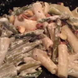 Penne With Pistachios, Asparagus, and Cream recipe