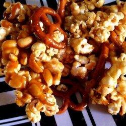 Deluxe Caramel Corn recipe