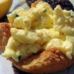 Cream Cheese Scrambled Eggs in Toast Cups recipe