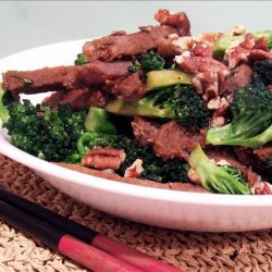 Stir-Fried Beef, Broccoli and Pecans in Garlic Sauce recipe