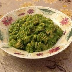Creamy Spinach and Avocado Pasta recipe