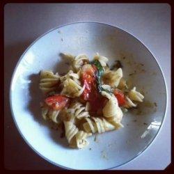 Pasta With Tomato, Spinach, and Mozzarella recipe
