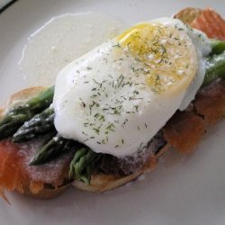Smoked Salmon With Poached Eggs and Asparagus recipe