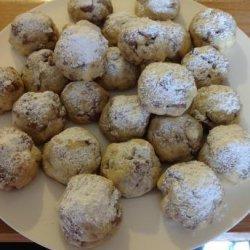 Nestle Crunch Snowball Cookies recipe
