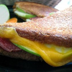 Grilled Cheese With Bacon, Apple and Mustard recipe