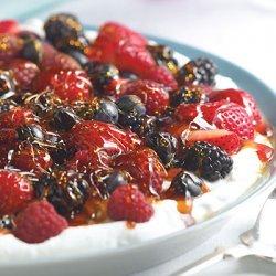 Ginger Yogurt with Berries and Crunchy Caramel recipe