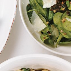 Spinach Salad with Pecorino, Pine Nuts, and Currants recipe