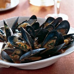 Mussels with Tomatoes, Wine, and Anise recipe