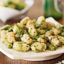 Gnocchi with Shrimp, Asparagus, and Pesto recipe
