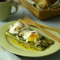 Asparagus With Poached Eggs and Parmesan recipe