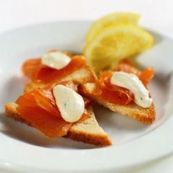 Smoked Salmon with Crème Fraîche Sauce on Shallot Toasts recipe
