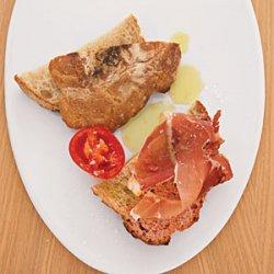 Warm Bread with Tomato and Ham recipe