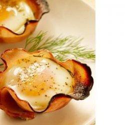 Eggs in Maple-Ham Cups recipe
