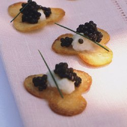 Cauliflower Purée and Caviar on Cloverleaf Potato Chips recipe