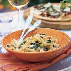 Pasta with Caramelized Onion Trio, Arugula, and Mozzarella recipe