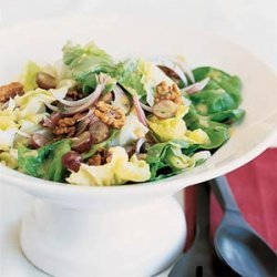 Butter Lettuce Salad with Walnuts and Grapes recipe