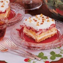 Strawberry Banana Split Cake recipe