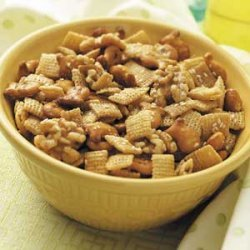 Maple-Nut Snack Mix recipe