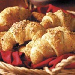 Garlic-Cheese Crescent Rolls recipe