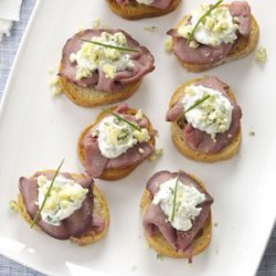 Beef and Blue Cheese Crostini recipe