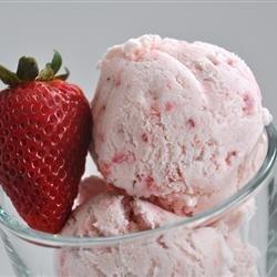 Easy, Eggless Strawberry Ice Cream recipe