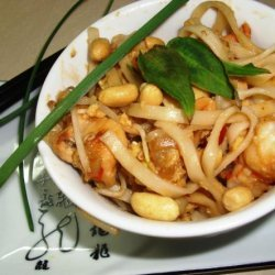 Pad Thai With Chicken and Shrimp recipe