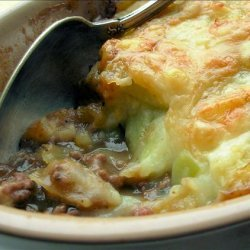 Traditional English Cottage Pie With Cheese and Leek Topping recipe