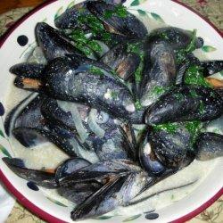 Steamed Fresh Mussels in a Creamy Broth recipe