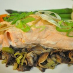 Steamed Salmon With Mushrooms and Leeks