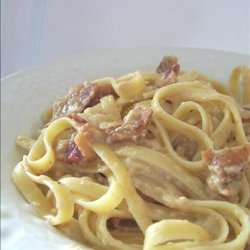Fettuccine With Brie and Bacon Sauce