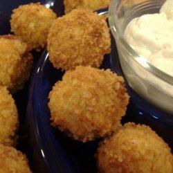 Buffalo Chicken Cheese Balls With Blue Cheese Dip