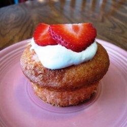 Strawberry and Cream Cupcakes