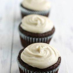 Vegan Chocolate Cupcakes With Vegan Vanilla Frosting!