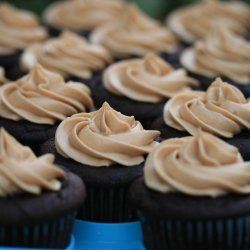 Peanut Butter Cupcakes With Chocolate Icing