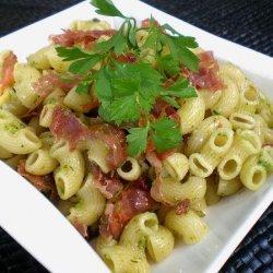 Pasta With Crispy Prosciutto and Arugula Pesto