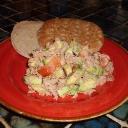 Avocado Tuna Salad in Pita Bread