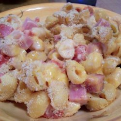 Spicy Ham and Tomato Macaroni and Cheese Casserole