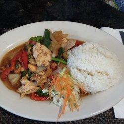Cashew Chicken With Stir-Fry Vegetables