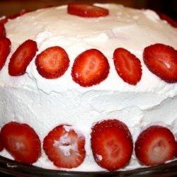 Easy Dreamy Strawberry Cream Cake