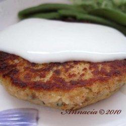 Salmon Burgers With Lemon-Sour Cream Sauce