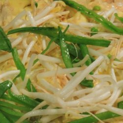 Vietnamese Chicken Pancakes With Shrimps (Bhan Ga) recipe