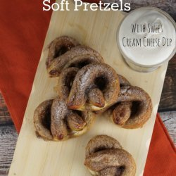 Mini Soft Pretzels and Cheese Dip