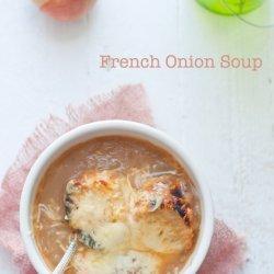 Soupe a L'oignon (French Onion Soup)