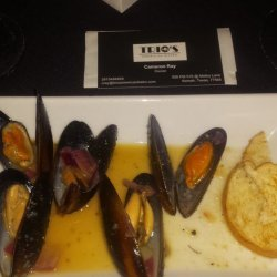 Mussels in a Lemon, Garlic, and White Wine Sauce