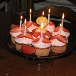 Special Stuffed Strawberry Cupcakes