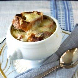 French Onion Soup (Soupe á L'oignon Gratinée)