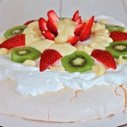 Pavlova (Meringue Dessert)